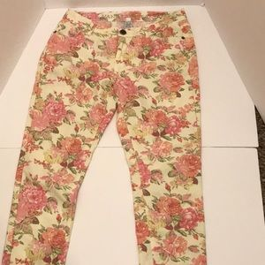 Women's Vanilla Star jeans in floral rose pattern
